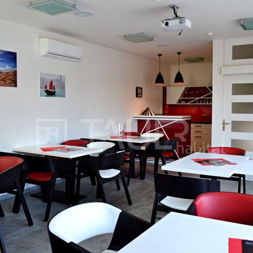 Červená designová kavárna od TAUER habitat 18