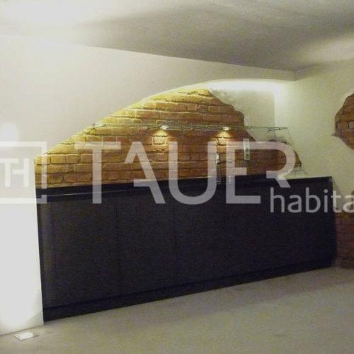 Designová vinotéka ve sklepě od TAUER habitat 43
